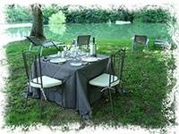 repas romantique au bord de l'eau