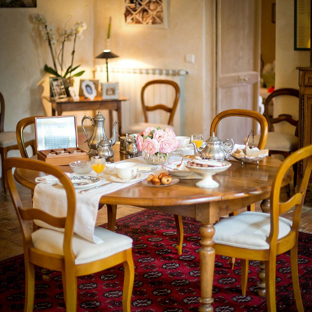 chambres_d_hy_tes_-_cascade_de_saintonge_table_petit_jeuner267